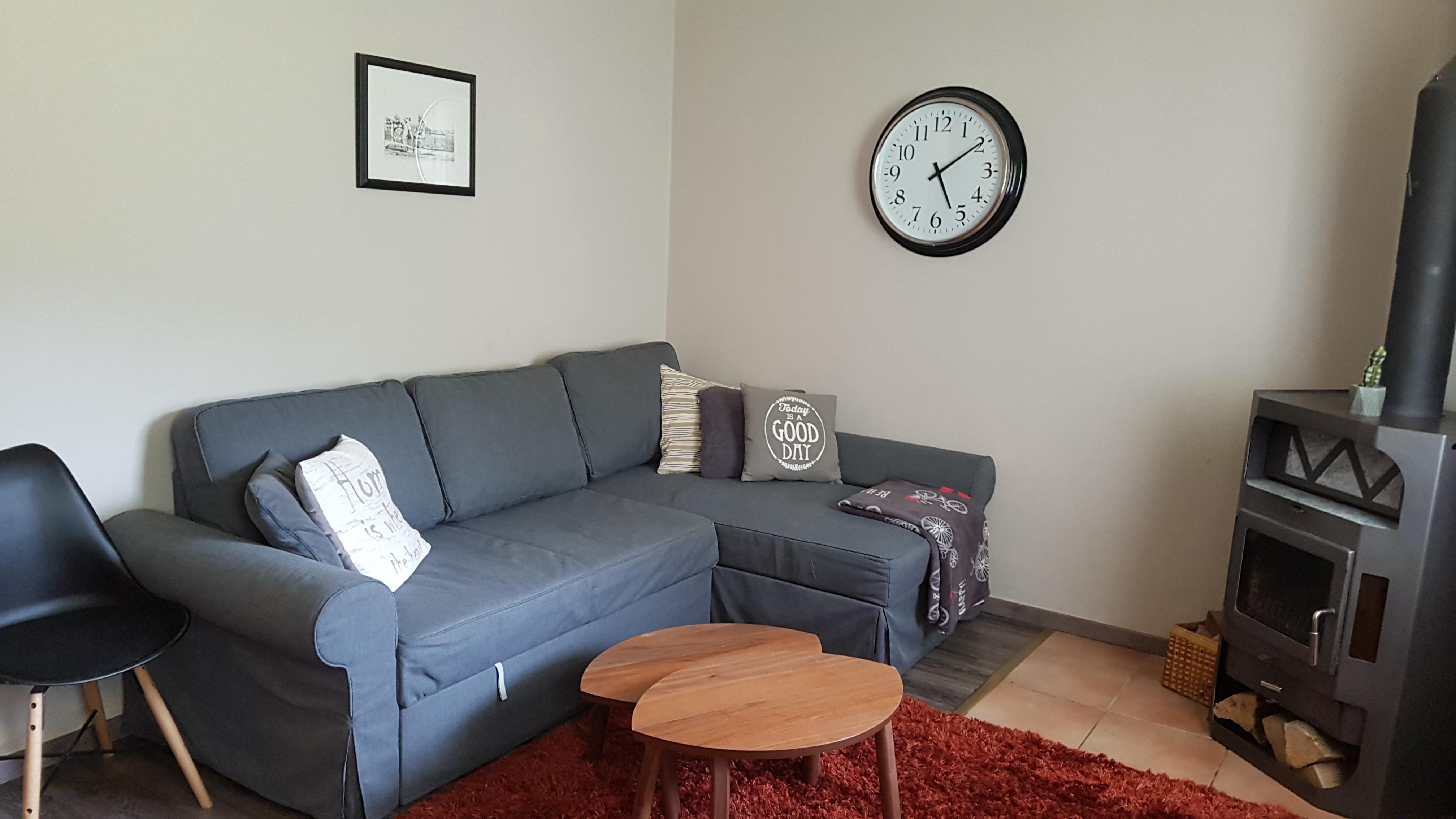 modrá sedačka v Patty Family Apartmáne Lux